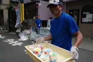 早朝から夜まで仕事をした上に、日曜日も休みなし! 須﨑電気、須﨑社長、毎回参加!