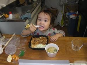 ママと2人で食べるはずが・・・半分以上食べちゃった、ふうちゃん。