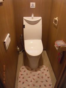 リクシル、一体型トイレ アステオ  フルオートフタ開閉付!