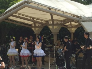 見かけた、すごいメンバー構成のバンド、たちかわいったい音楽まつりだったらしい。